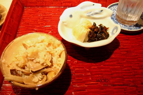 松茸と帆立の炊き込みご飯。 帆立はいらない感じはしたな