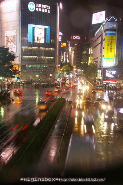 雨の似合う街。