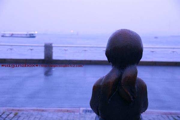 いつも1人で港を眺めてるんですね