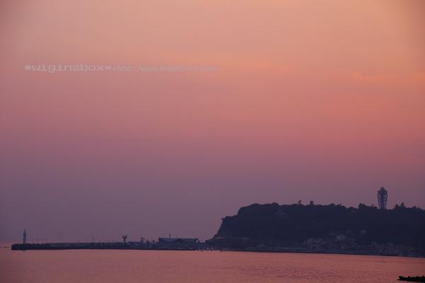 夕日は間に合いませんでしたが、夕焼けの江ノ島パチッ☆