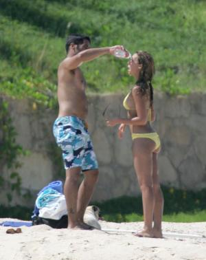 phote_Jessica_Alba__Mexico_Beach_Bikini_Original_Shots_30.jpg
