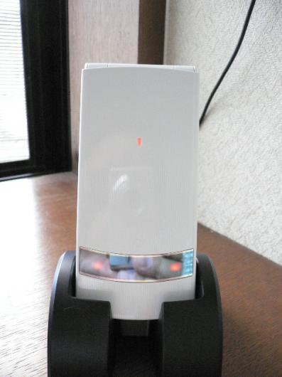 N906i(充電中)