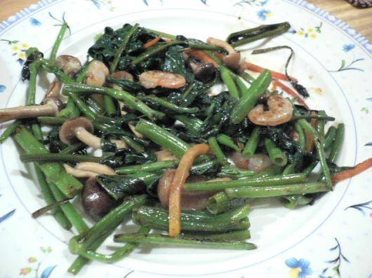 笑輪(海老と空芯菜の炒め物)