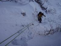 25m懸垂と少しの登りでルート取付へ