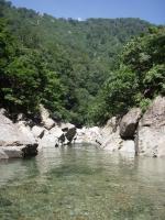 狭まる川幅