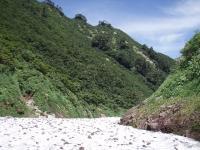 雪渓で埋まる沢