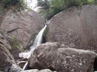 印象的な8m飛出滝