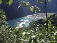 キニー湖を見下ろす