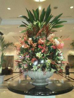 ホテルのロビーに飾ってあるお花