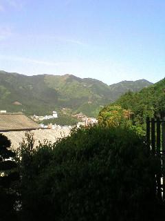 空気の綺麗な山々に囲まれて・・