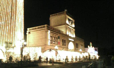 イタリア村の夕方のイルミネーション♪