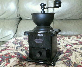 木製の手動コーヒーミル