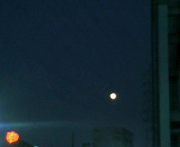 満月がなんともポッカリ・・