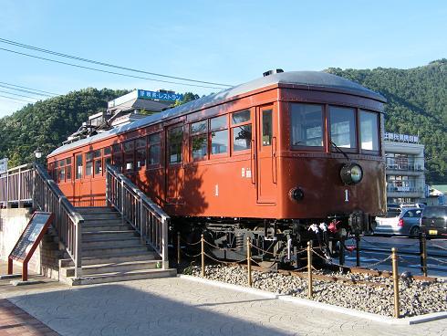 河口湖駅前の古い電車