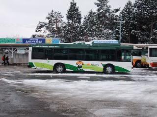 「こうやくん」イラストのバス