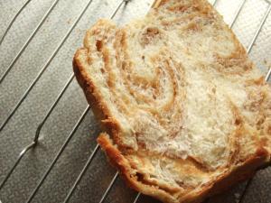 折り込みキャラメルパン