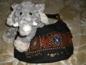 中国山岳民族の模様のバッグ