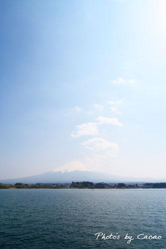 河口湖と霞富士