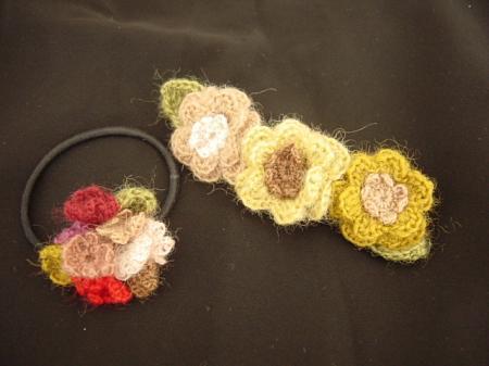 ニットの花のヘアアクセ