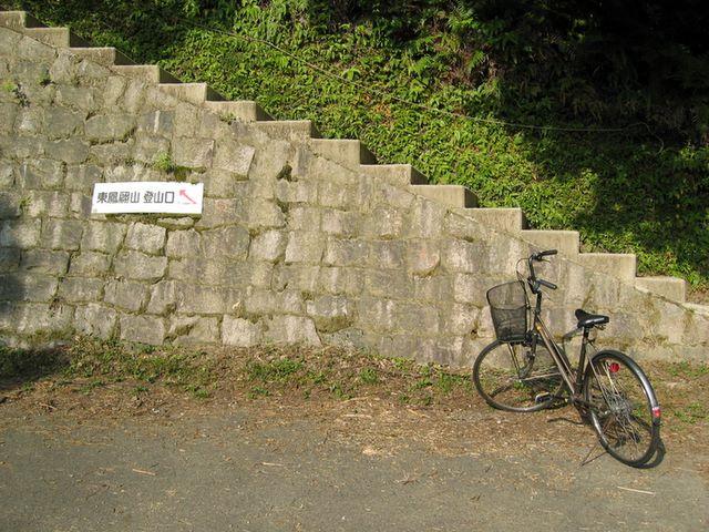 登山口と自転車