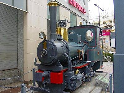 伊予鉄本社前の坊ちゃん列車の模型