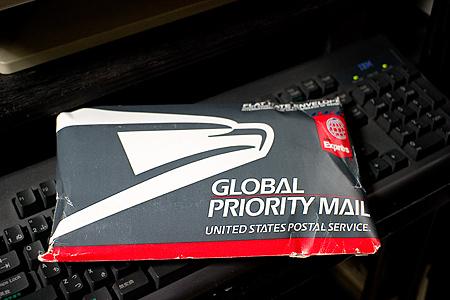 国際郵便が届く