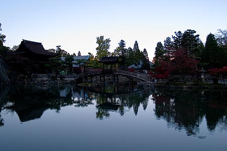 夕景に沈む永保寺