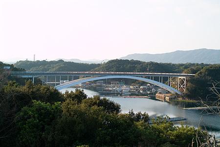 賢島大橋を眺める