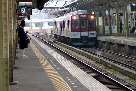 朝の宇治山田駅ホーム