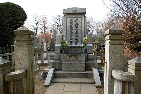 漱石墓石正面