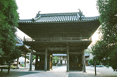 豊川稲荷総門
