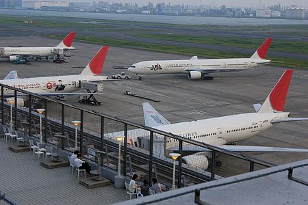 羽田空港の飛行機-2