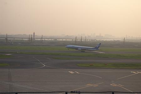 羽田空港の飛行機-5