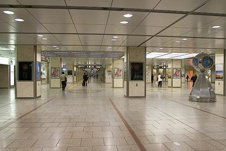 朝の名古屋駅-3