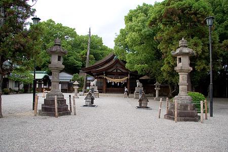 知立神社境内と参道