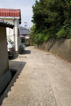 細い路地の風景