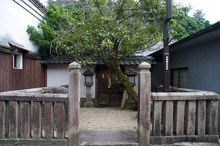 長谷寺門前小さな社