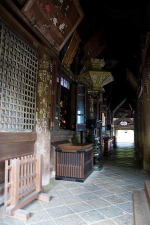 長谷寺本堂前