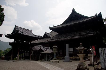 長谷寺本堂を横から見る