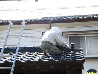 門の屋根瓦補修