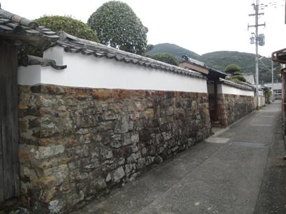 石垣壁のシックイ塗り